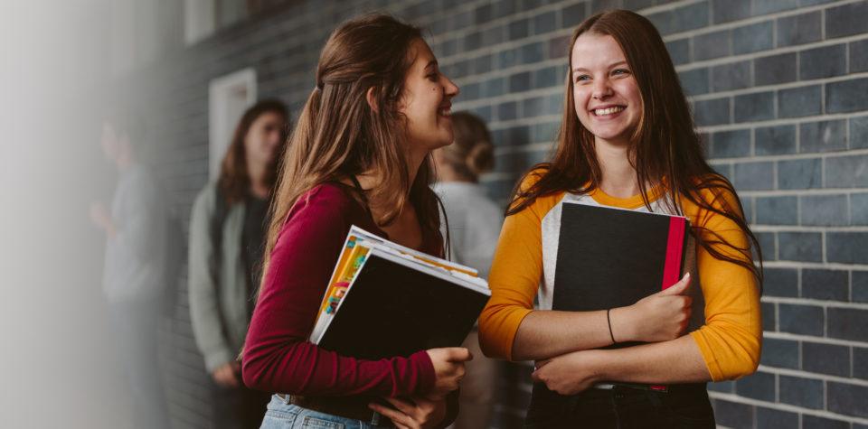 (Português do Brasil) Conselhos que vão te ajudar a vencer a timidez e fazer novas amizades na escola