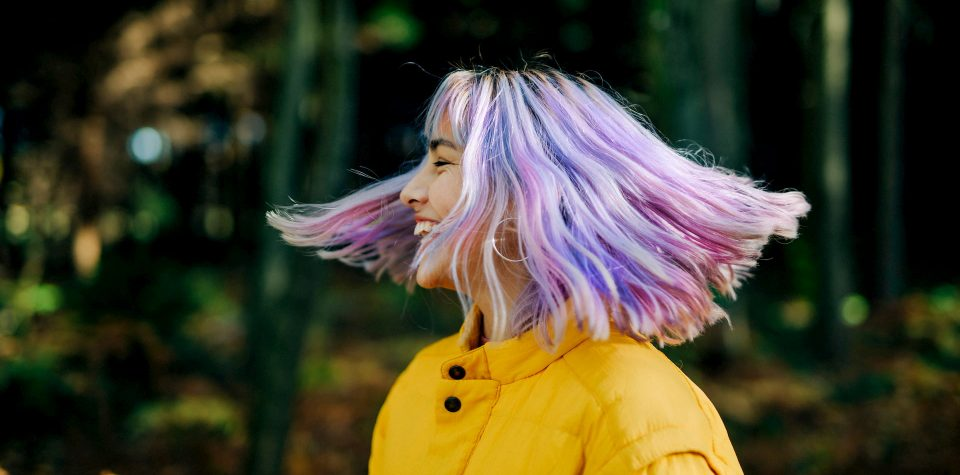 Entenda os cuidados necessários para ter cabelos coloridos